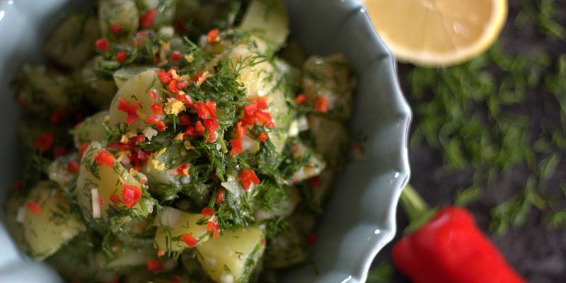 Kartoffelsalat med dild, chili og citron