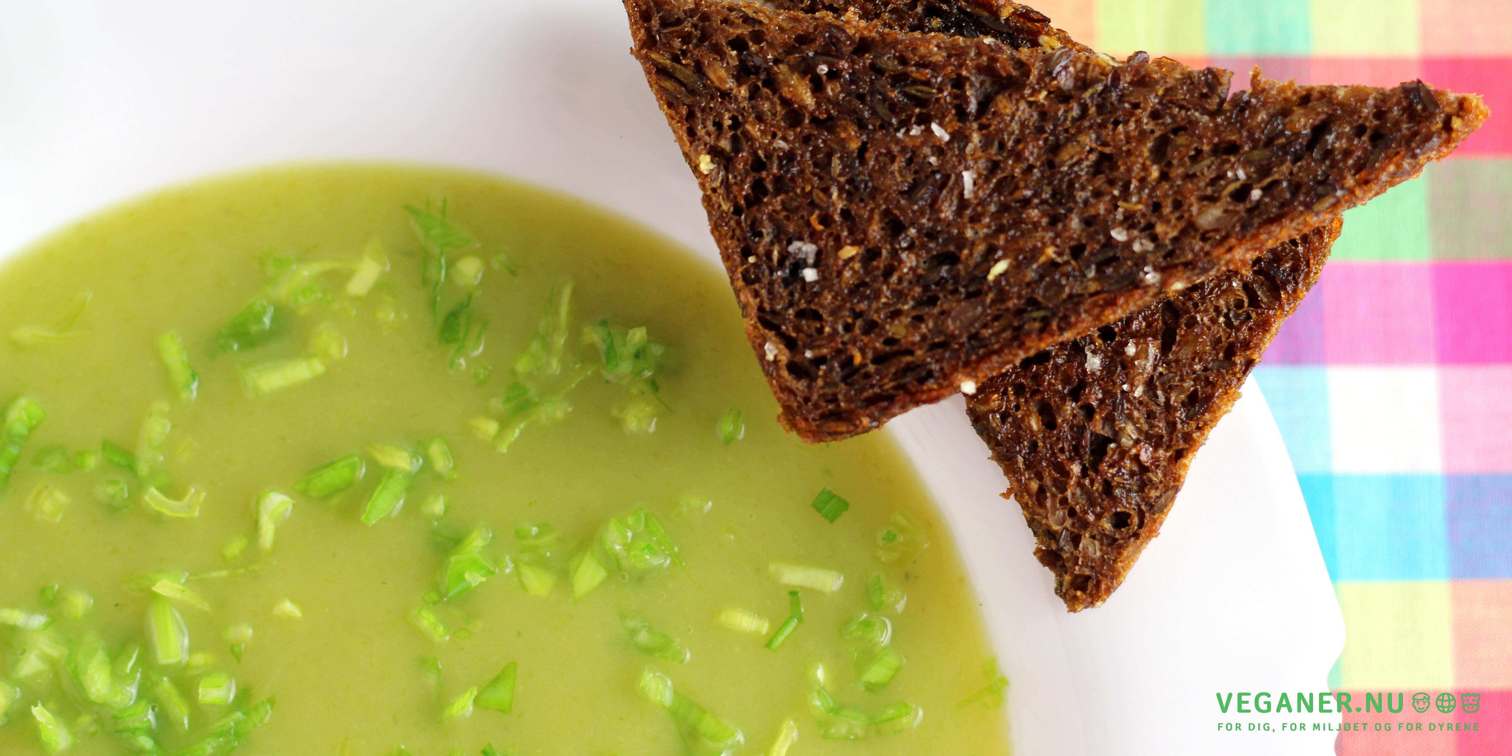 Cremet kartoffelsuppe med hvidløgsristet rugbrød