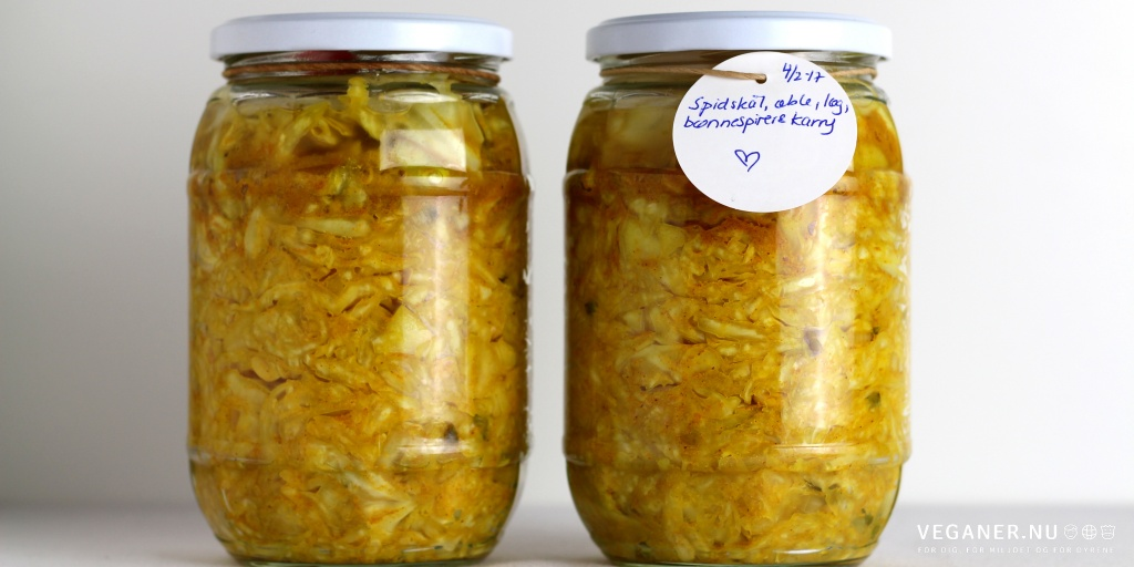 Sauerkraut med spidskål, bønnespirer og karry