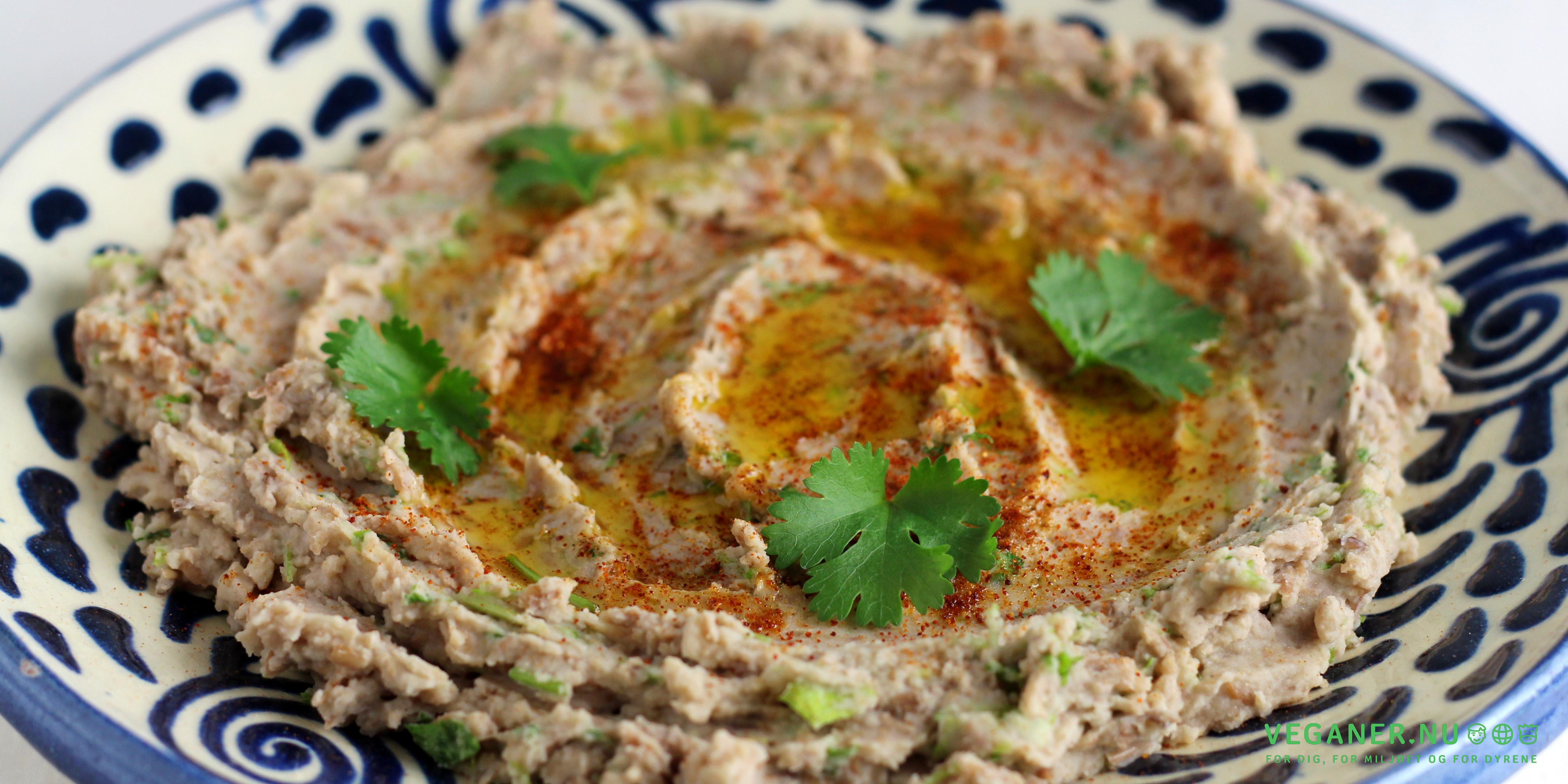 Pintobønnehummus med frisk koriander og lime